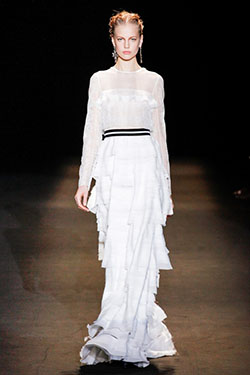 55f3b6c35d26 Значительную часть среди модных нарядов для женщин сезона 2013-2014  занимают вечерние закрытые платья. Это наряды, которые максимально скрывают  за своими ...
